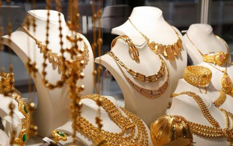والنساء يُراقبنّ الذهب.. في سقوط الليرة السورية ..