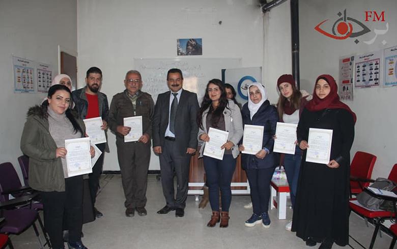 انتهاء الورشة التدريبية حول العملية الدستورية التي اقامتها برجاف وتوزيع شهادات الحضور على المتدربين